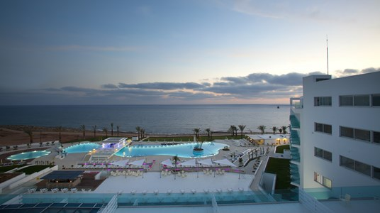 King Evelthon Beach Hotel & Resort 5* ?Une vue panoramique sur la Méditerranée ?Un parc aquatique?De riches découverte