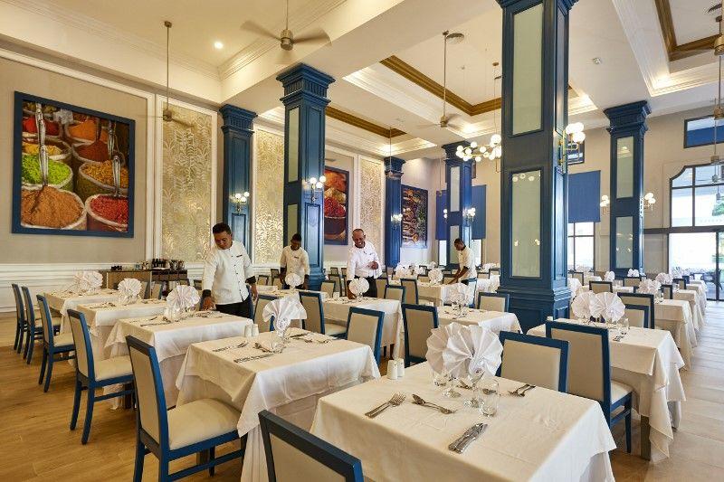 XPC 18 033 - Main restaurant