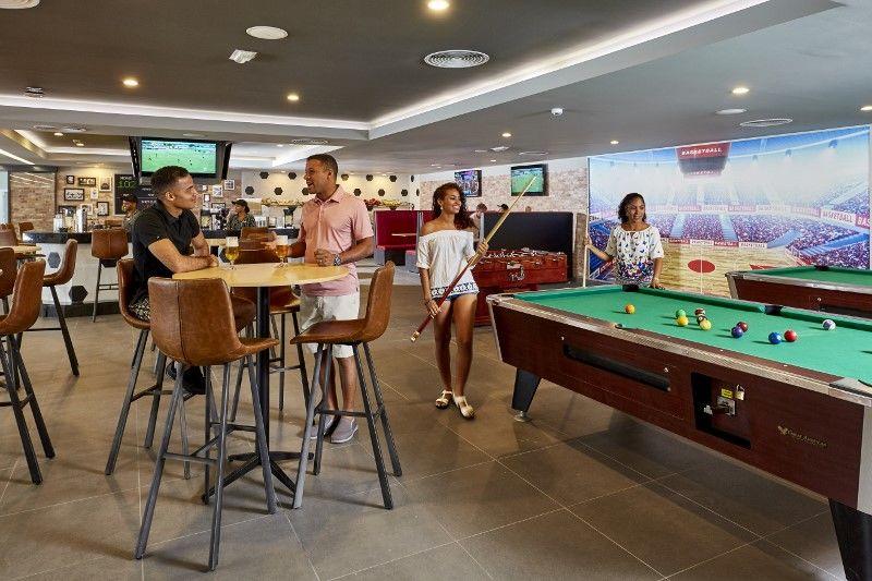 XPC 18 058 - Sports bar