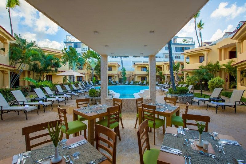 restaurant terrace pool