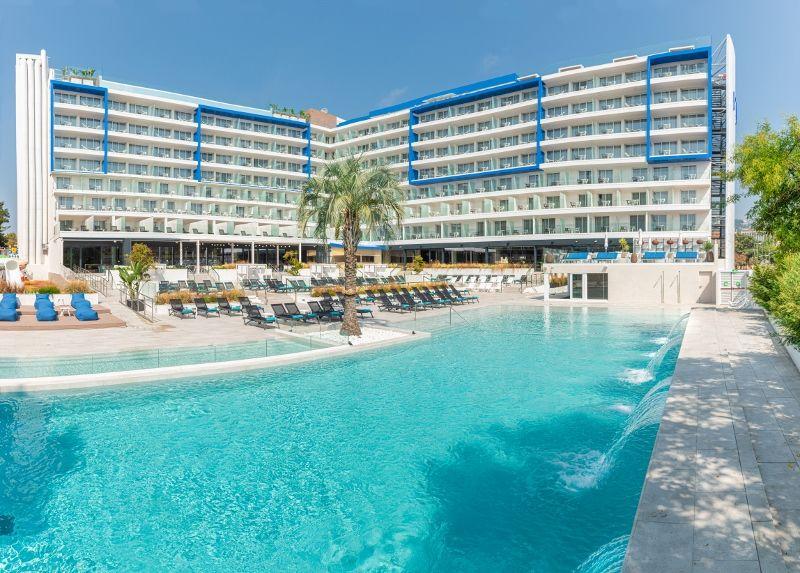L'Azure Hotel 4* Sup