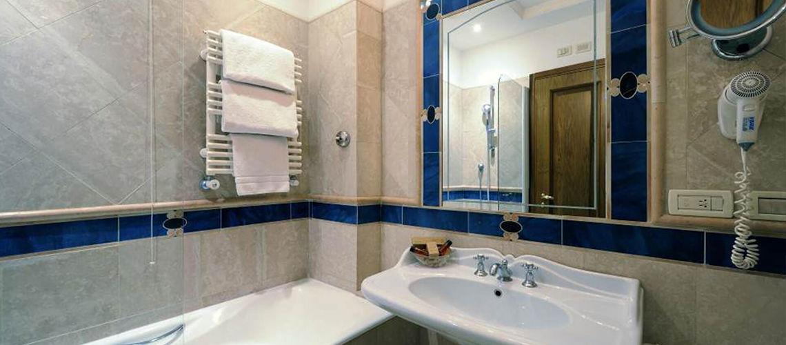 salle de bains kappa city rome giulio cesare