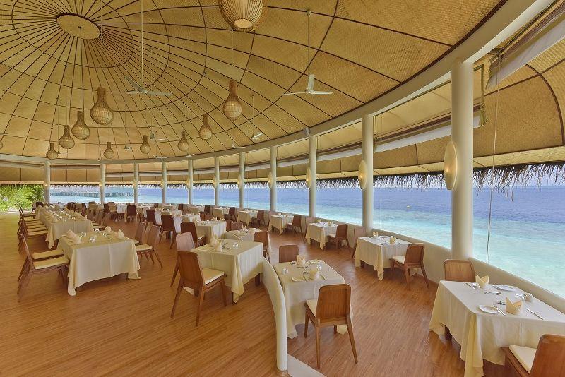 DL-HRES-Dreamland Sea Panorama Restaurant 01