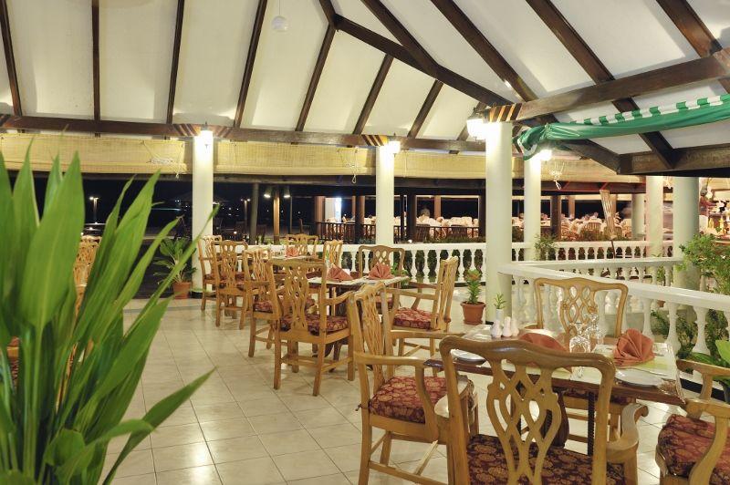 Holiday_Island_Coffee_Shop_06_