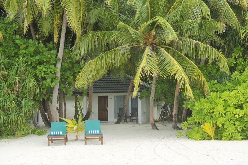 Holiday_Island_Superior_Beach_Bungalow_Exterior_02_