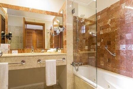 GP_Colonial_ Standard_room_salle_de_bain