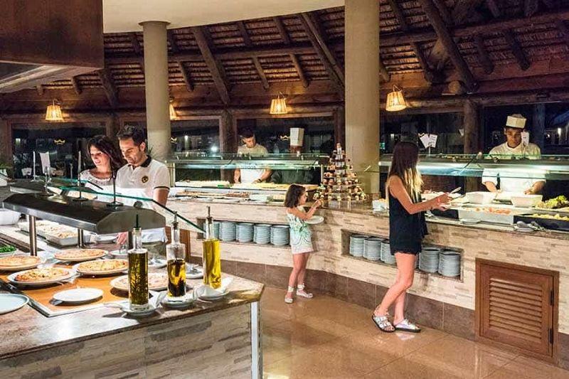 Restaurante-principal-hotel-riu-creole-01 tcm57-139333