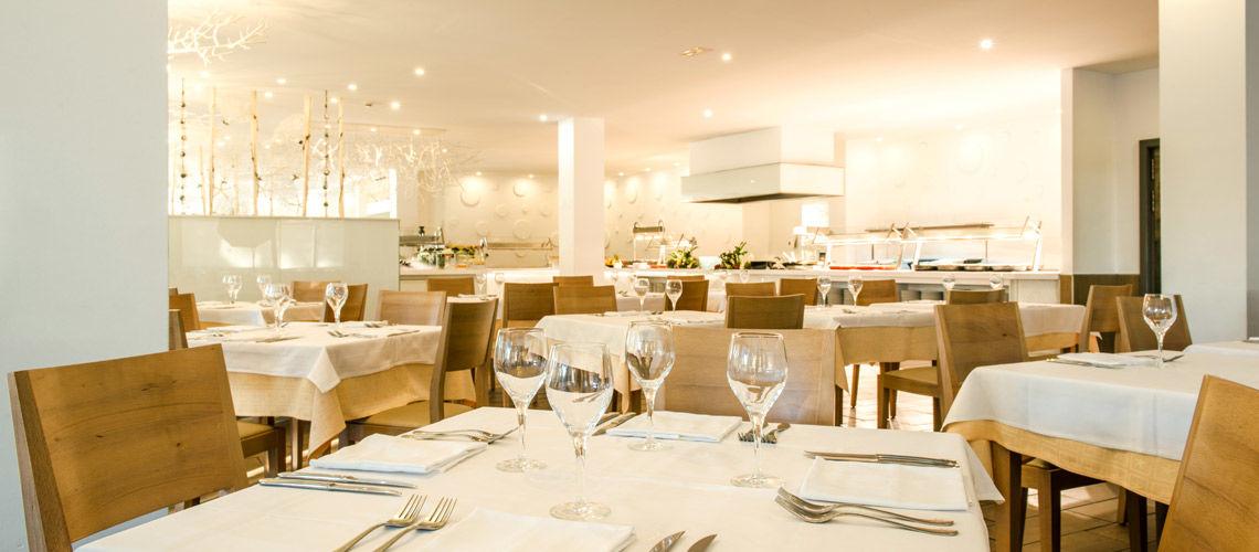 restaurant club coralia cala barca