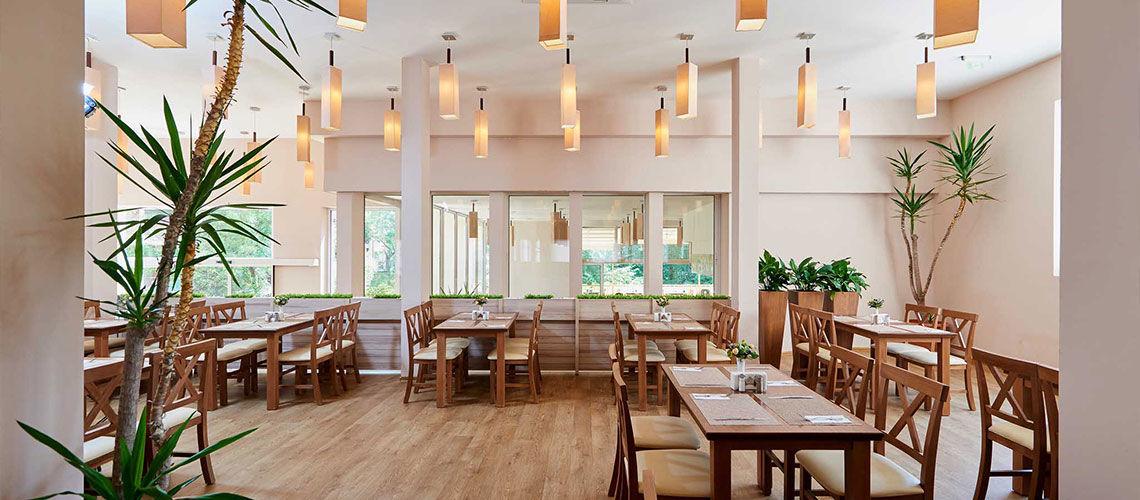 restaurant club coralia zorinca residence